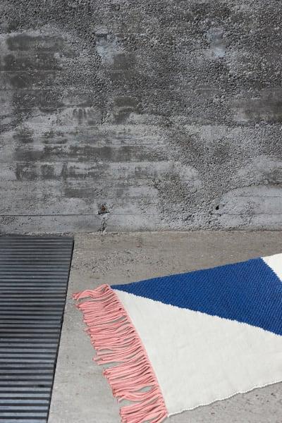 """Matthias Lehner ließ sich für den Teppich """"RUG"""" von portugiesischen Azulejos inspirieren."""