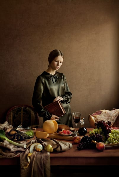 "Fotografie ""At the Window 1"" (ab 299 Euro) von Andrey Yakovlev und Lili Aleeva über lumas.de."