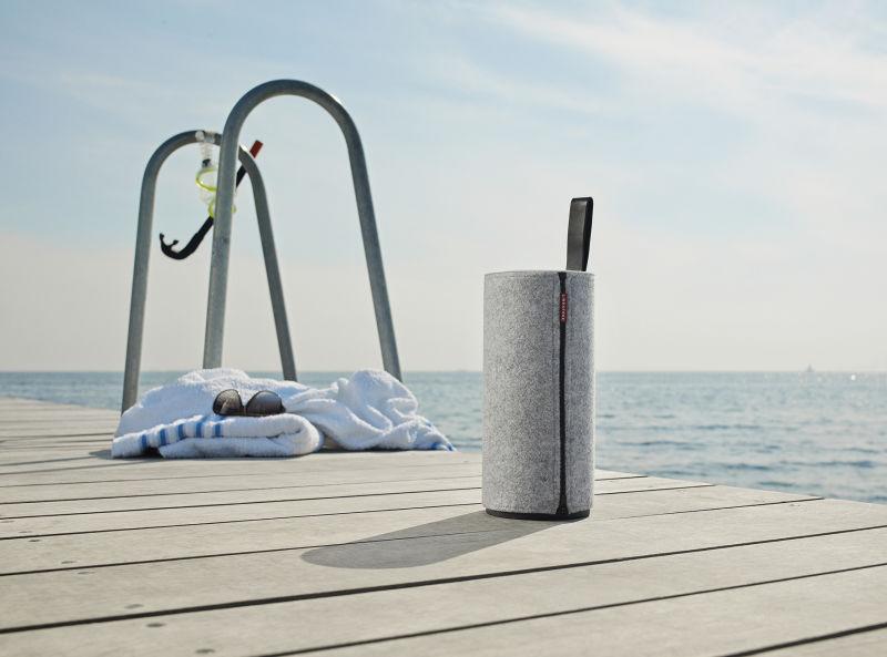Libratone ZIPP_Oudoor_Beach