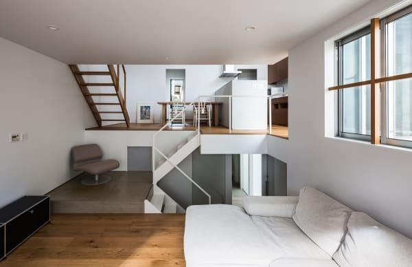 """Das Wohnzimmer befindet sich im unteren Teil des """"Gap House""""."""