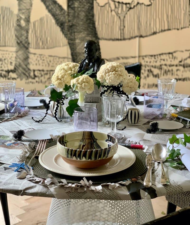 Tischdekoration mit Blumenkohl auf dem Tisch von Pepe Leal