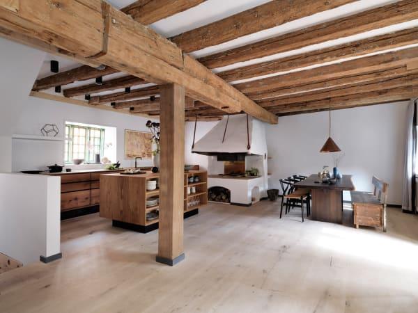 Holz und Marmor harmonieren ebenso wie Garde Hvalsøe und Spitzenkoch René Redzepi, die gemeinsam die Küche in Kopenhagen planten.