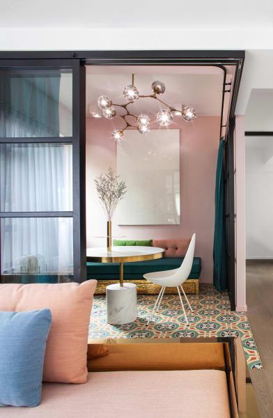 """Soft Metall: Nach dem Besuch eines Steinbruchs entwarfen Elaine Lu und Vincent Lim die """"Mass Series"""" für ihre Wohnung in Hongkong."""