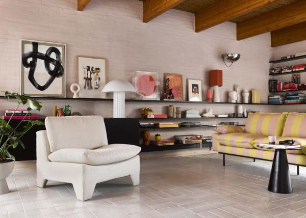 """Der Sessel """"Retro"""" vonHK Livingin Cremeweiß macht jeden Raum ein wenig wärmer und weicher."""