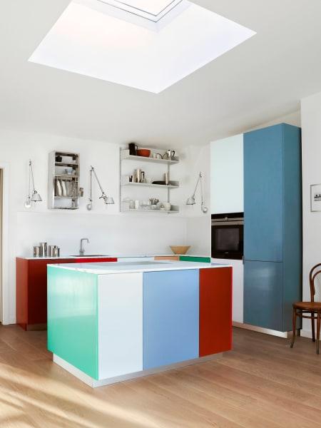"""Die Küche basiert auf dem Modell """"Match"""", das Muller Van Severen für Reform entworfen haben."""