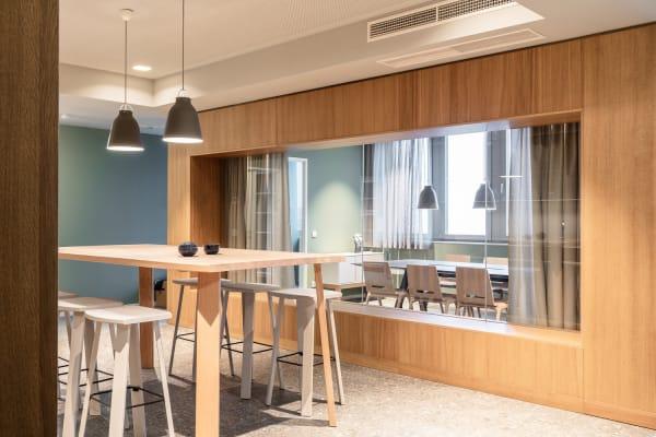 Ein Meeting-Raum, der für Transparenz sorgt.