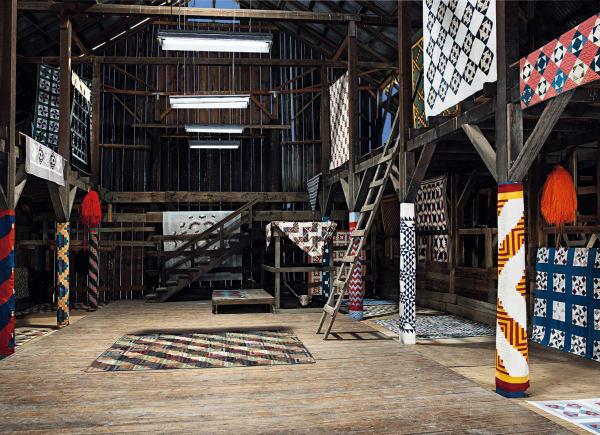 Raf Simons kuratierte eine Kollektion unterschiedlicher Vintage-Quilts und widmet sich darin einem Blick auf die internationalen Ästhetik die seine Arbeit als Kreativ-Chef von Calvin Klein inspiriert.