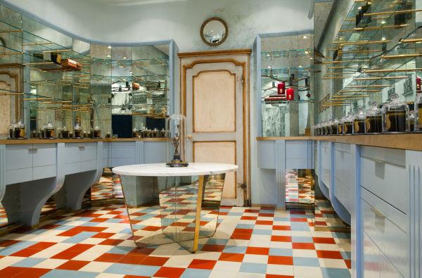 Licht und Spiegel ergänzen sich in der neuen Boutique von Cire Trudon.