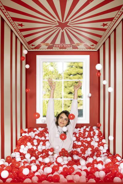 Cara Delevingnes Zufluchtsort: ein rot-weißes Bällebad.