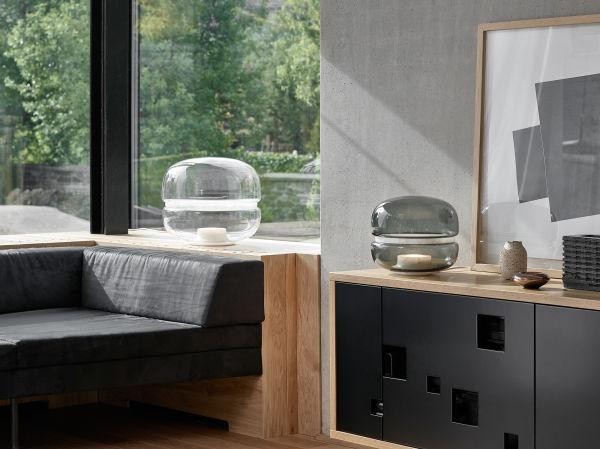 Lucie Koldova entwarf für Brokis die Tischleuchte Macaron die auf dem diesjährigen Salone del Mobile zum ersten Mal präsentiert wurde.
