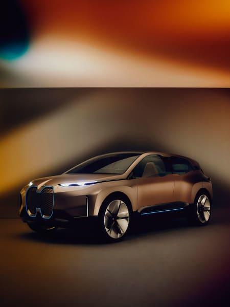 Elektrischen SUVs scheint nicht nur in Asien die automobile Zukunft zu gehören. Der iNext ist bereits für Level-4-Autonomie und das KI-gesteuerte Fahren in der Stadt gerüstet, ob die Gesetzgebung 2021 mehr als Autobahnfahrten erlaubt, ist eher fraglich. Fest steht für die BMW-Designer aber schon heute: Das Verhältnis der Insassen zum Innenraum des Wagens wird sich grundlegend ändern.