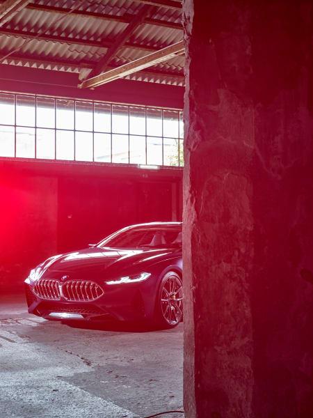 """Ein Haifischmaul, das die Konkurrenz das Fürchten lehren soll: Im        """"Series 8 Concept"""" hat BMW die klassischen Designmerkmale ganz neu        definiert."""
