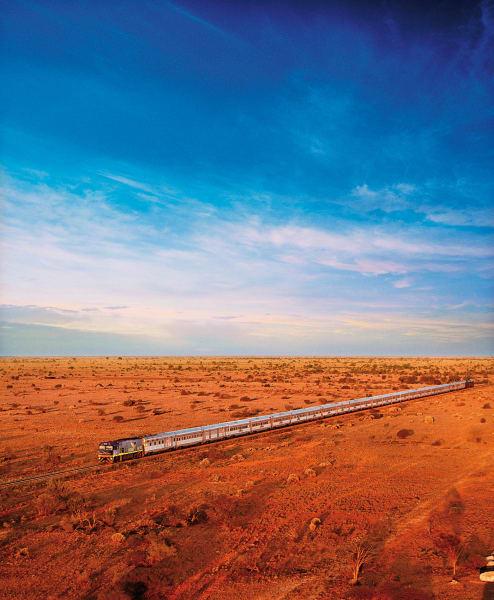 """4352 Kilometer auf 1435 Millimetern: Die vor 100 Jahren eröffnete Strecke von  Perth nach Sydney trägt den Beinamen """"Transaustralische Eisenbahn"""". Ohne Umstieg ist die Passage erst seit 1970 möglich; für die Reise von der Ost- zur Westküste braucht der Indian Pacific heute 65 Stunden."""