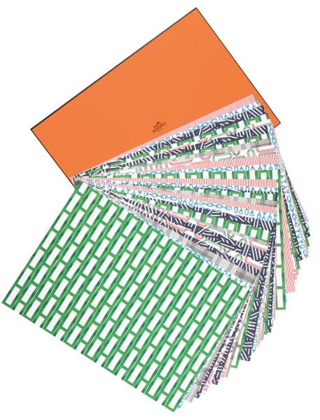 """Galanter Unterleger: Tischset """"Repetita"""" vonHermèsim Origami-Stil. 36 Stück, 120 Euro."""
