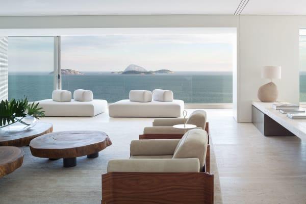 Die breite Glasfront bietet einen außergewöhnlichen Ausblick auf den Atlantik und die Cagarras-Insel, eine unbewohnte Inselgruppe vor der Küste Rios.