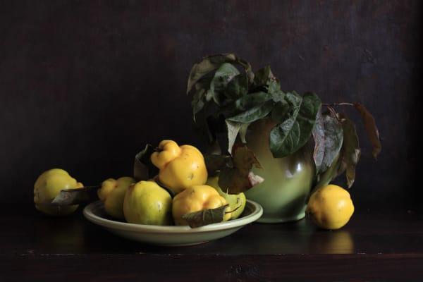 DIY-Stillleben: Reibt man den Flaum ab, wäscht die Früchte vorsichtig ab und legt sie an einen gut belüfteten, nicht zu warmen Ort, verströmen sie über Wochen Sommerfeeling.
