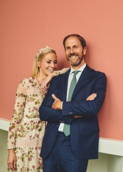 Farbenfroh! Dr. Ralf Murjahn ist seit 2008 CEO der Firmengruppe DAW, zu        der etwa Alpina und Caparol zählen. Unter der Leitung seiner Schwester,        der Kunsthistorikerin Annika Murjahn, entstand 2017 die hochpigmentierte        Farbkollektion Caparol Icons.