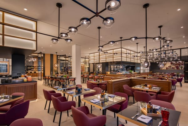 """In Hotelrestaurant """"The Lonely Broccoli"""" wird kein einsamer Brokkoli serviert, sondern Steak von Küchenchef André Schmidt."""