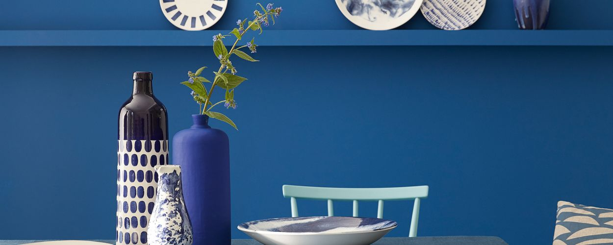 "<p>Fifty Shades of Blue: Hier ""Mazarine"", ""Marine Blue"", ""Air Force Blue"", ""Ultra Blue"", alle von Little Greene.</p>"