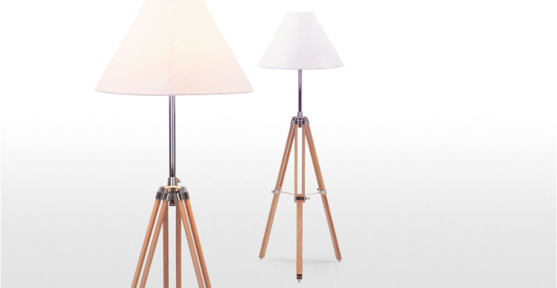 3_navy_lamp_in_natural_wood_lb2_1
