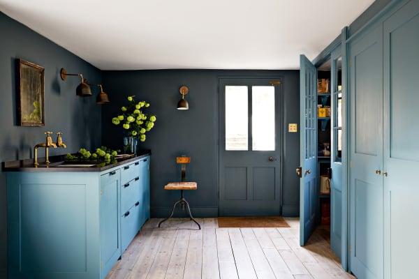 Die an die Küche grenzende Pantry eines von Harding & Read und        Christopher Howe eingerichteten Hauses in Bath.