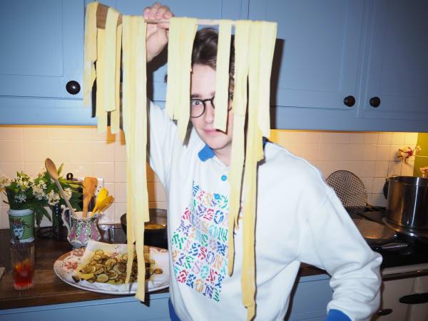 """Home-made: Außer Haus ist der Designer frische Pasta am liebsten im """"Da Adolfo"""" in Positano."""