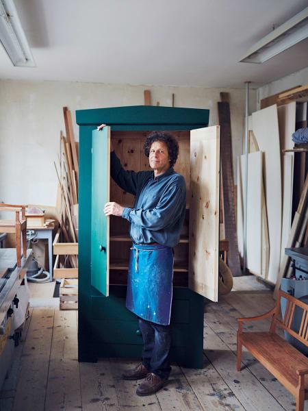 Thomas Schmitter in seiner Werkstatt in München.