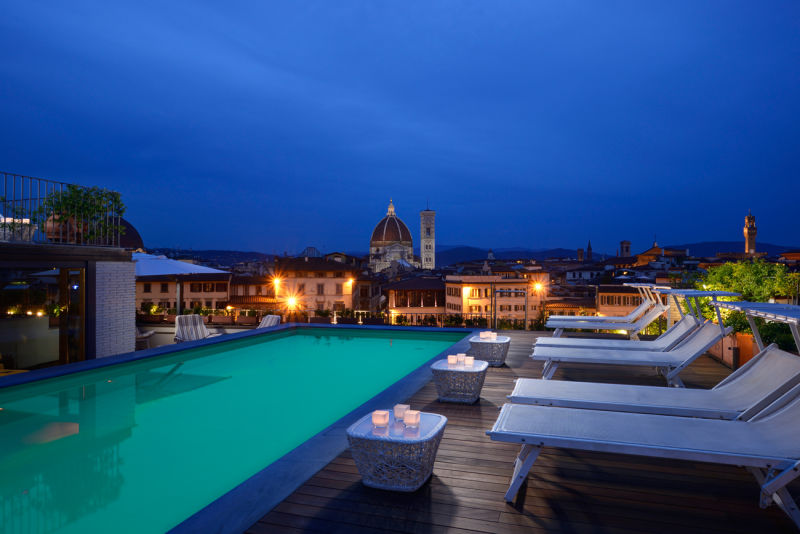 Rooftop_Pool_at_Grand_Hotel_Minerva_by_night_mood
