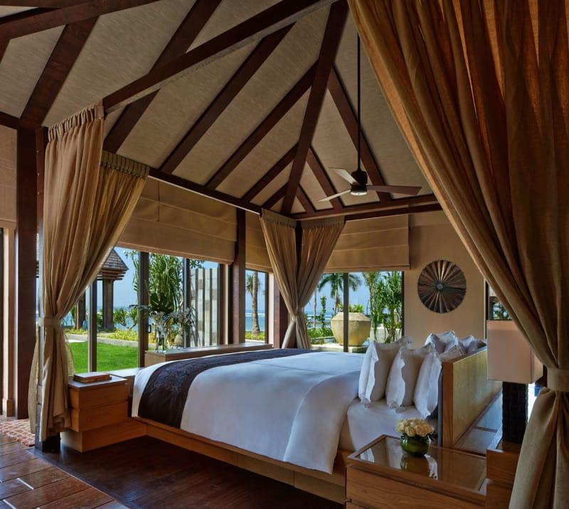 Oceantfront-Villa-Bedroom