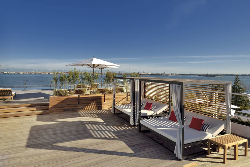 JW-Marriott-Venice_Sagra-Poolside-Bar