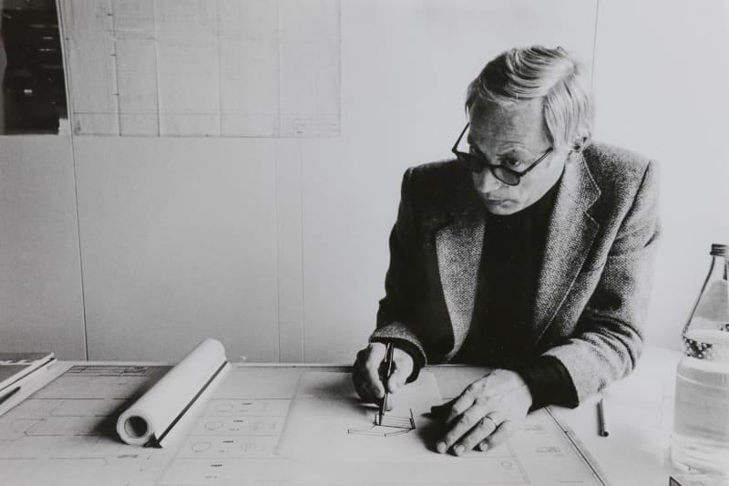 Dieter Rams in seinem Büro