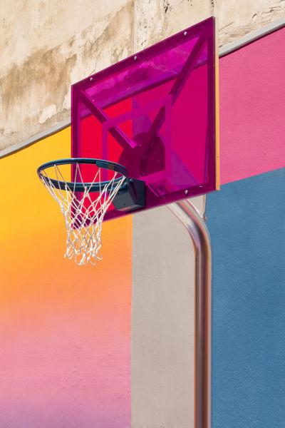 <p>Knallige Farben inspiriert vom Basketball der 90s.</p>