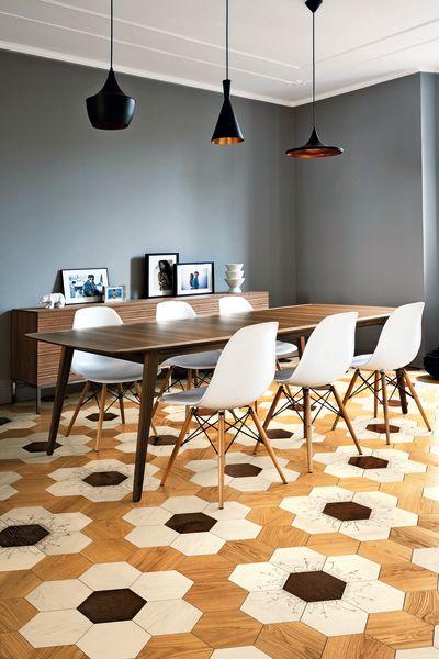 Parkettsicher: Vier Designer schufen für Bisazza erstmals Fliesen aus Eichenholz. Das Design von Kiki van Eijk wurde von Wildblumen inspiriert.
