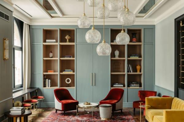 """Neben Architektur und Interior spielt auch Kunst eine große Rolle im neuen Ameron Hotel. Die dänische Künstlerin Benedikte Bierre entwirft bis Ende des Jahres die Installation """"Eternity Now""""in einem der Hotelzimmer."""
