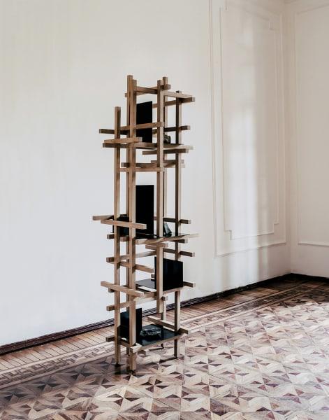 """In Mexiko erwuchs aus Rietvelds Holmprinzip das Regal """"Trama"""" (9628        Euro) von Esrawe Studio."""