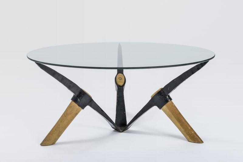 Axel Stumpf, Tisch Kumpel II, 1986 Spitzhacken, Glasplatte