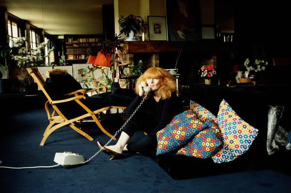 Die Königin der Strickwaren im April 1981 in ihrem riesigen Wohnzimmer.