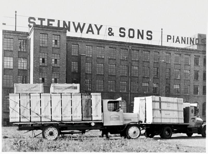 Steinway & Sons B