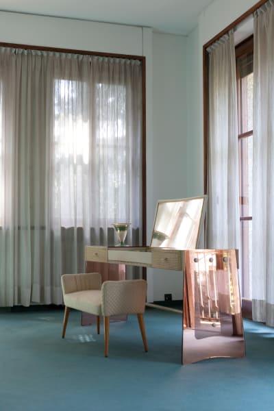 Den Schminktisch und den Stuhl designte Osvaldo Borsani 1941 und steht heute immaster bedroom der Villa.
