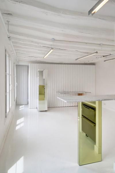 Das Interieur ist schlicht; dennoch toben Ubalt sich bei der Wahl der Materialien gerne aus, hier etwa mit Marmor und Lack.