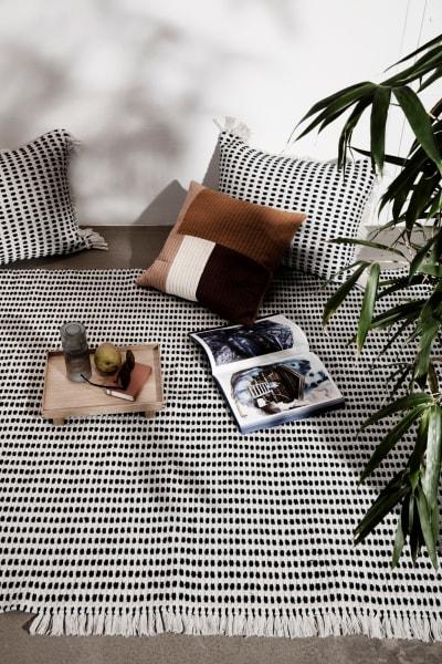"""Die Teppiche aus der """"Way""""-Serie bestehen aus recycelten Plastikflaschen. 255 Euro."""