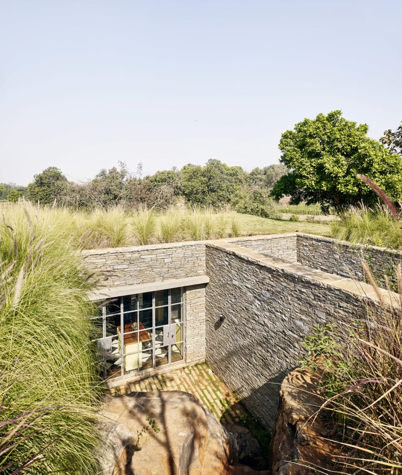 Architecture-BRIO_The-Riparian-House_Karjat-India__10-kitchen-courtyard-and-green-roof