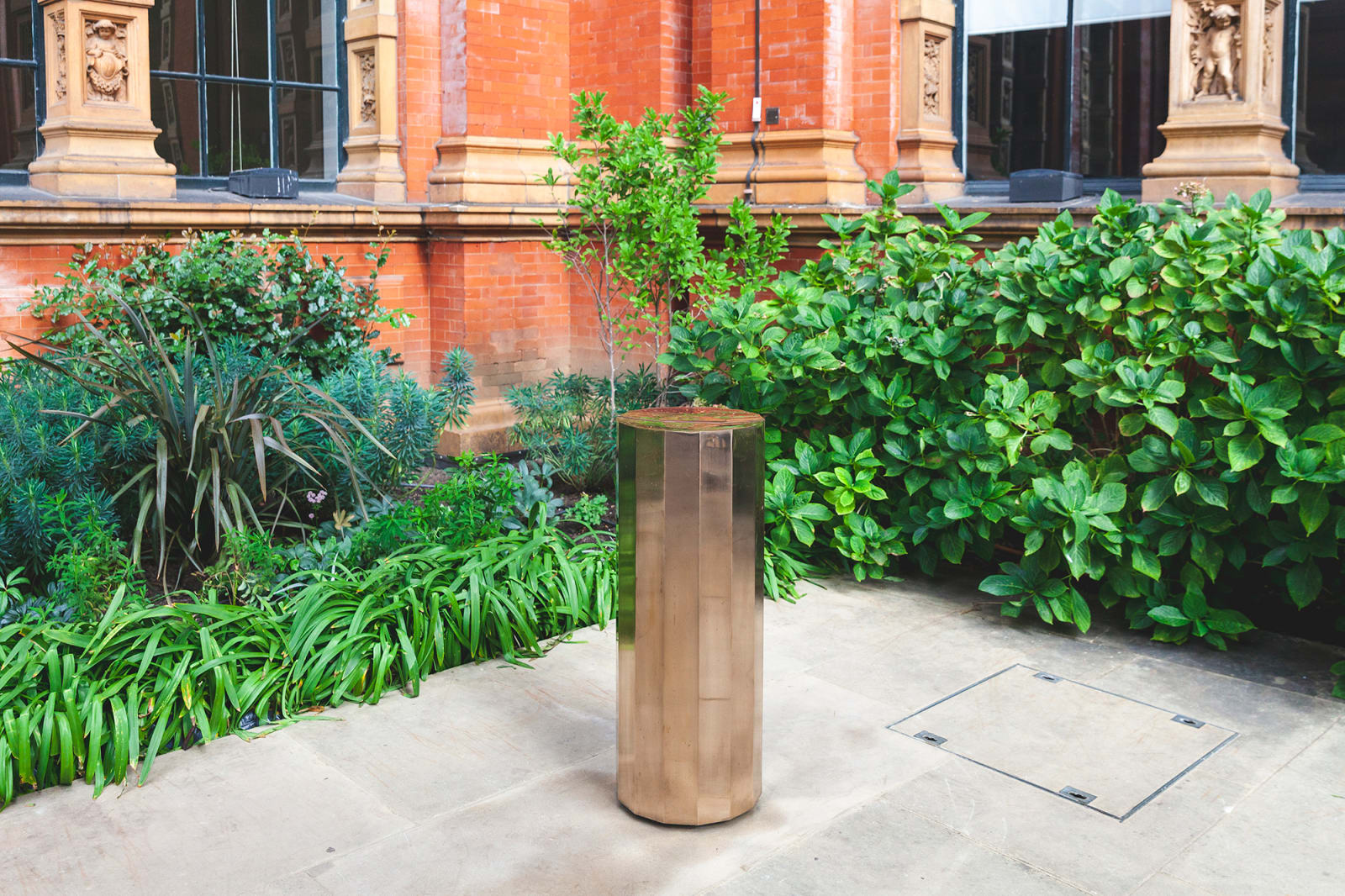 Michael Anastassiades und The London Fountain Co.