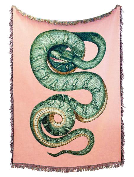 """Mit der Schlange unter einer Decke:""""Serpentes""""aus Baumwolljacquard ist zum Einkringeln! Für rund 270 Euro überSchoenstaub."""