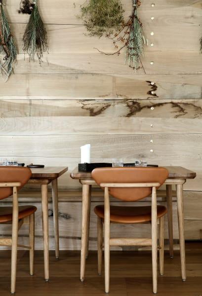 """Ähnlich wie im """"Noma"""" setzen die Inhaber auch im """"Barr"""" auf regionale Produkte. So kommt das Holz aus der direkten Umgebung Kopenhagens."""