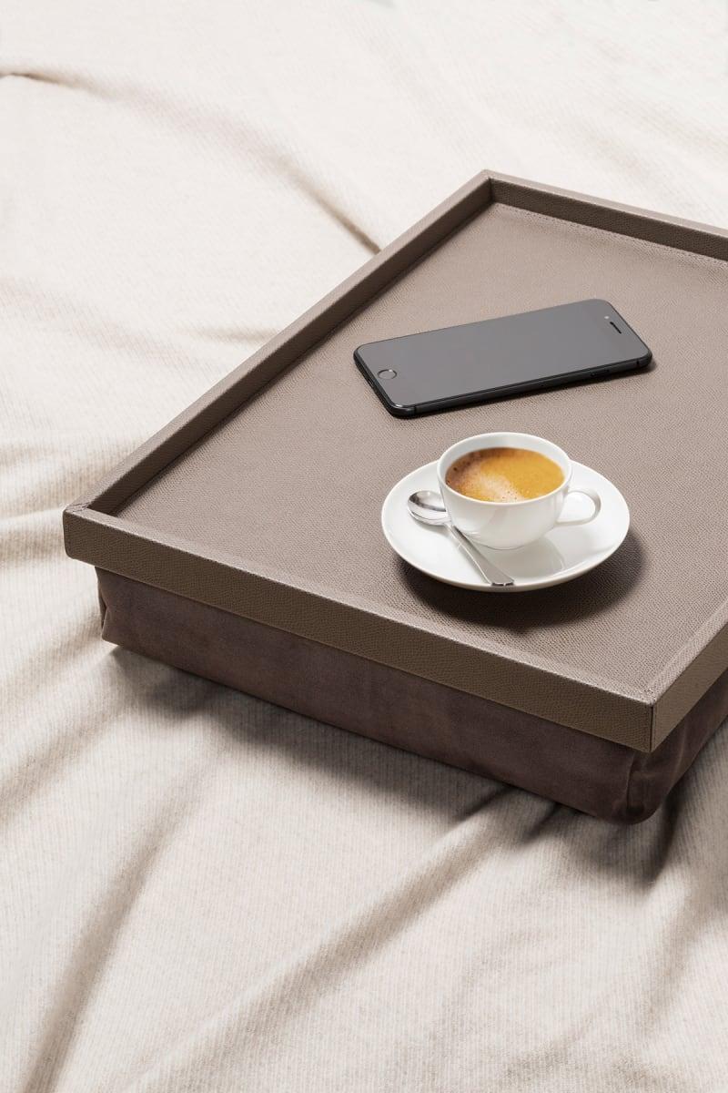 """Anschmiegsam: Bett-Tablett """"Teddy"""" von Giobagnara"""