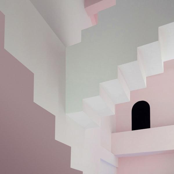 Inspiriert sind die Räumlichkeiten von den Arbeiten des Künstlers Maurits Cornelis Escher.