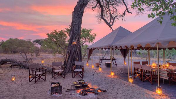 """Der Chobe National Park in Botswana verspricht Wildlife-Liebhabern eine Begegnung mit über 450 verschiedenen Vogelarten. Untergebracht im mobilen Camp """"Savute Under Canvas"""", können Naturenthusiasten rustikalen Safaricharme genießen und allabendlich dem emsigen Treiben der Savanne lauschen."""