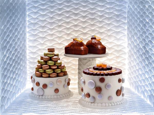 """Es kommt auf die Gelegenheit an und vor allem: auf das Eis. Ich genieße aufwändige Kreationen aus einem großen Glas, aber liebe auch eine einfache Kugel in selbst gemachter Waffel. Alternativ: mein """"Miss Gla'Gla"""", Eis zwischen zwei Macarons oder Shortbread-Keksen."""