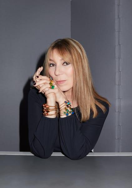 """Revolution! Jedes Jahr aufs Neue plant Diors Kreativchefin Victoire de Castellane den gestalterischen Umsturz. Im letzten Jahr mit ihrer """"kubistischen Phase"""" und 2020 mit Mikroskulpturen und Farbexplosionen! Ihre Juwelen werden in Museen und Galerien – im Pariser Palais de Tokyo, bei Gagosian in New York ausgestellt. Dior.com."""